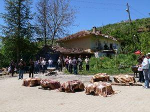 Selöz Köyündeki Hıdrellez Kutlamasında 20 Kazan Etli Pilav Dağıtıldı