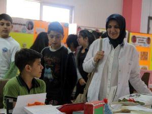Refika Küçükçalık Ortaokulu Bilim Fuarı Ziyaretçilerini Bekliyor
