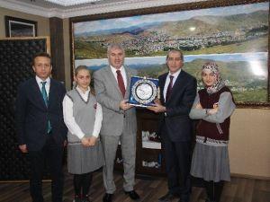 Anadolu Lisesi'nden Belediye Başkanı Memiş'e Şükran Plaketi