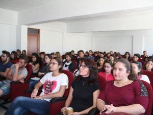 Demirci MYO'daki Seminere Öğrencilerden Yoğun İlgi