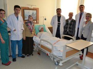 Denizli'de 85 Yaşındaki Hastaya Kalça Protezi Yapıldı