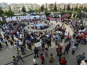 Mersinliler Hakan Aysev Konserlerine Akın Etti