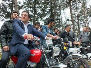 Vekil Adayının Motosikletli Seçim Gezisi