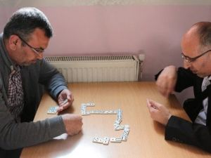 Görme Engelli Vatandaşlar Dominoda Hünerlerini Sergiledi