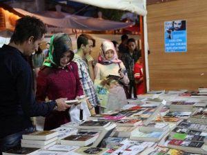 Sivas Kitap Günlerine Katılacak Yazarları Halk Belirleyecek