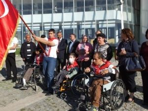 Burhaniye'de Engelliler Davullu Zurnalı Törenle Askere Uğurlandı
