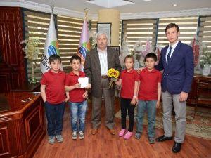 Başkan Çetinkaya'dan Okul Bahçesine Park İstediler