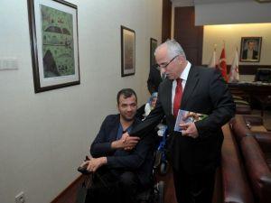 İstanbul'dan Gelen Ortopedik Engelliler Derneği Vali Tuna'yı Ziyaret Etti