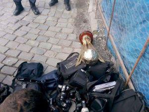 Polis Ekipleri Erdoğdu Lisesi'nin Dünya Şampiyonu Olarak Kazandığı Kupayı Da Aradı