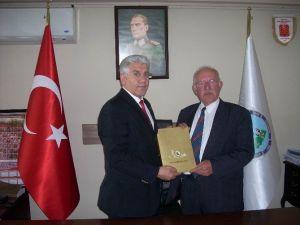 3 Katlı Binası Ve Arabasını Mehmetçik Vakfı'na Bağışladı