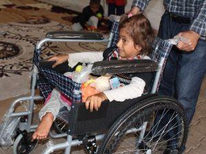 Tuzla Belediyespor Futbolcuları Suriyeli Engelli Çocuğa Tekerlekli Sandalye Hediye Etti