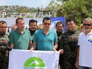 Belediyenin Dalgıç Ekibi, Bitez Koyu'nu Temizledi