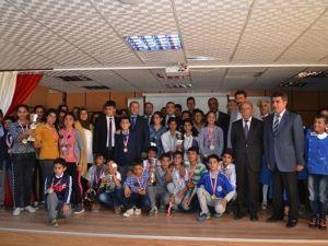 Hilvan'da Başarılı Öğrenciler Ödüllendirildi