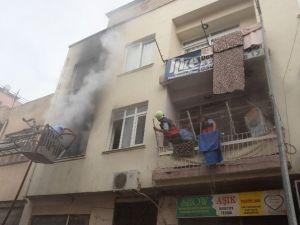 İki Katlı Binada Çıkan Yangın Korkuttu