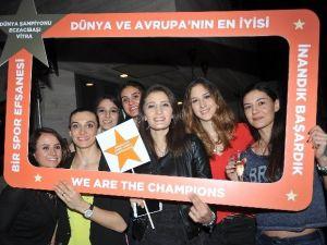 Eczacıbaşı Vitra Dünya Şampiyonluğunu Kutladı