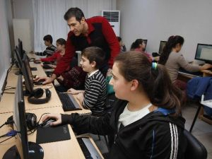 Bayraklı'da Çocuklara Bilgisayar Kursu