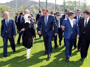 Başbakan Davutoğlu Riva'yı Gezdi, Maç Sözü Verdi