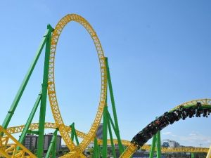 Ankapark'ta Roller Coaster Ve Dönme Dolap Kuyruğu
