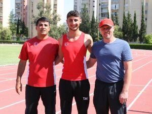 Adanalı Burak Yılmaz Sırıkla Atlamada Yeni Türkiye Rekoru Kırdı