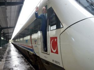 Antalya'da Hızlı Trenle Türkiye'ye Bağlanıyor