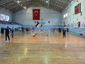 Badminton Küçükler Grup Yarışmaları Başladı