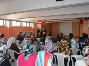 '7-12 Yaş Aile Eğitimi' Kursiyerleri Sertifikalarını Aldı