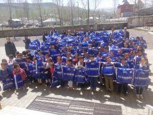 İlkokul Öğrencilerine '23 Nisan' Hediyesi