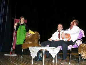Gönen'de Öğretmenlerden Drama Gösterisi
