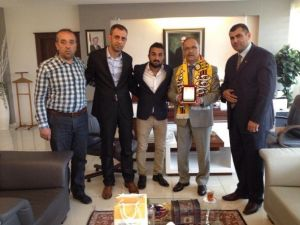 Malatyaspor Taraftarı, Rektör Çelik'i Ziyaret Etti