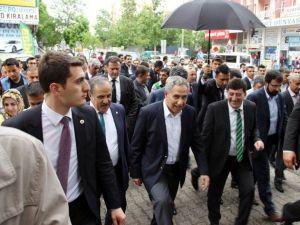 Başbakan Yardımcısı Arınç Diyarbakır'da Esnafı Ziyaret Etti