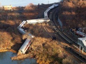 ABD'de yolcu treni raydan çıktı: 5 ölü, 50 yaralı!