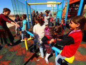 Edremit Belediyesi'nden 7 Mahalleye Çocuk Oyun Alanı
