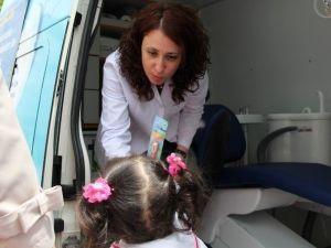 Çocuklara Mobil Diş Aracında Ücretsiz Ağız Ve Diş Sağlığı Taraması