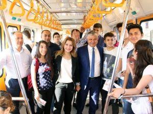 MHP'li Yılmaz Metroya Bindi, Oy İstedi