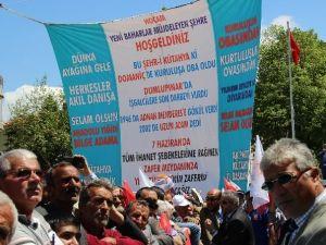 Başbakan Ahmet Davutoğlu'nun Teşekkür Ettiği Pankart