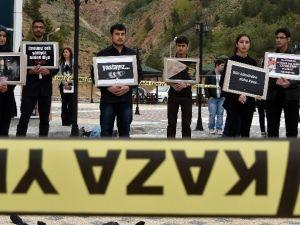 Gümüşhane'de Üniversite Öğrencileri Soma Maden Şehitlerini Andı