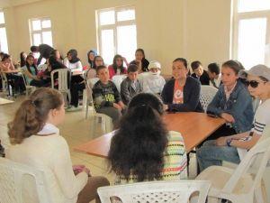 Ortaokul Öğrencilerinden İngilizce-türkçe Tiyatro Oyunu