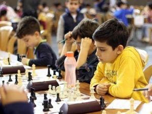 Satranç Turnuvası'nda Dereceye Giren 84 Öğrenci Ödüllendirildi