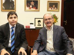 Engelli Gazeteci Arat'tan Başkan Büyükerşen'e Övgü