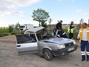 Kamyon İle Çarpışan Otomobilde Sıkışan Sürücü Feci Şekilde Can Verdi