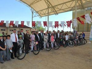 İzmit Belediyesi'nden 146 Öğrenciye Bisiklet