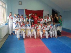 Başkan Sertoğlu Şampiyonaya Katılacak Karatecilere Destek Oldu