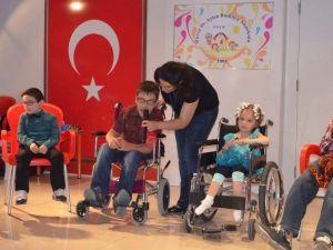 Çocuk Şenliğinde Hastalar Doyasıya Eğlendi