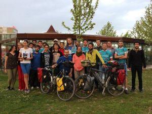 Fransız Ve İsviçreli Bisikletli Gezginlerin Yolu Elazığ'da Kesişti