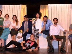 Genç Tiyatrocular Mezuniyet Oyunlarını Sahneledi
