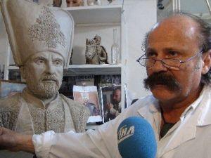 Ünlü Oyuncu Halit Ergenç'in Macaristan'da Büstü Dikilecek