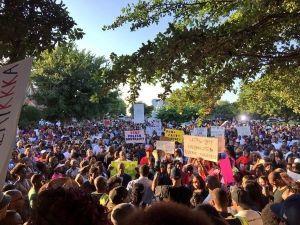 ABD'de Yüzlerce Kişi Polis Şiddetini Protesto Etti