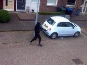 Hollanda'da Maskeli Saldırgandan Sokak Ortasında İnfaz