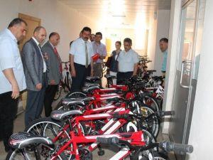 Öğrencilere Bisiklet Hediyesi