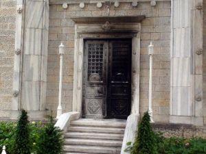 'Ben Mesih'im' Dedi, Kilisenin Kapısını Böyle Ateşe Verdi